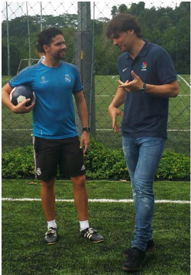Rafa talking to Fernando Morientes